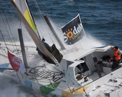 Mike Golding finishes the Vendee Globe